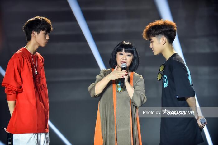 Nghệ sĩ Cẩm Vân chia sẻ kinh nghiệm biểu diễn cho hai thí sinh của King Of Rap 2020.