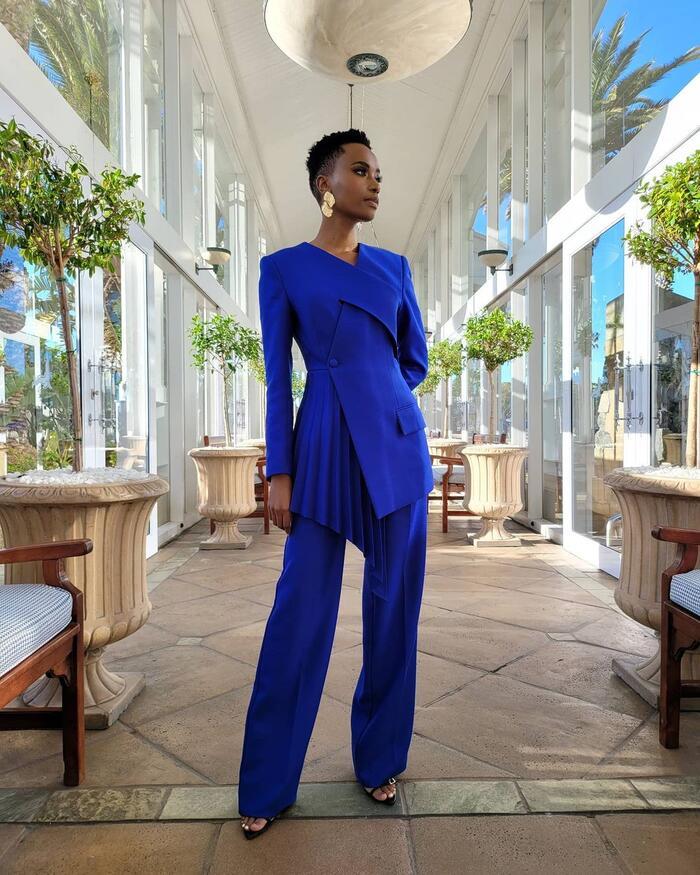 Hình ảnh mới nhất của Zozibini trong buổi chấm thi một số phần thi phụ như swimsuit, phỏng vấn của Miss South Africa 2020. Đây cũng là sự kiện lớn thứ hai mà cô tham gia sau khi có mặt tại đêm chung kết Puteri Indoneisa vào tháng 3 năm nay.