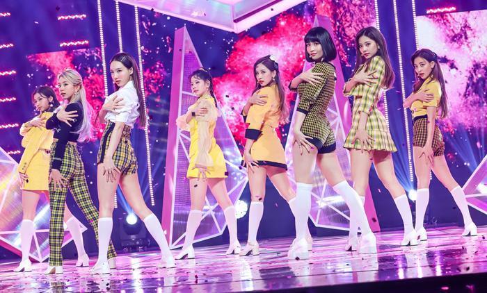 Hiện Twice cũng đã có 14 video âm nhạc tiếng Hàn đạt 100 triệu lượt xem trên YouTube.