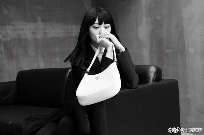 Trịnh Sảng - Gương mặt đại diện túi xách thương hiệu Prada Cleo.
