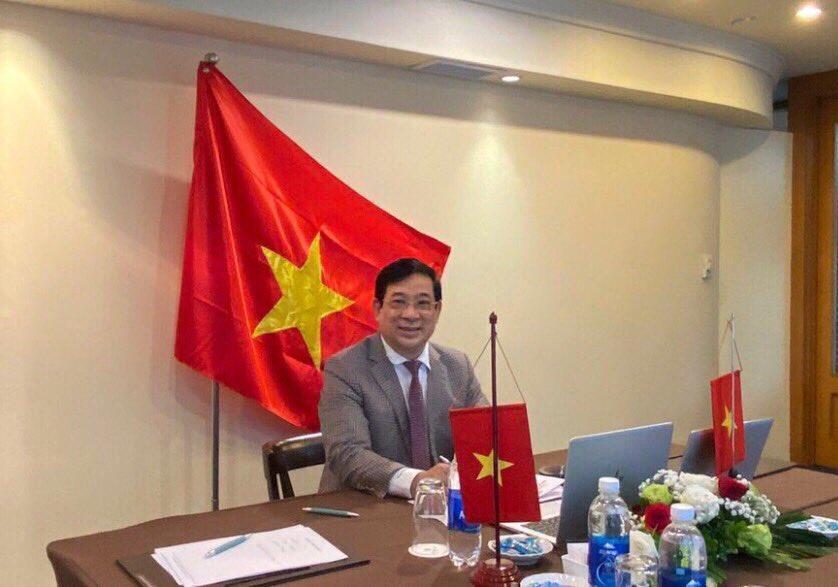 PGS.TS Lương Ngọc Khuê, Cục trưởng Cục Quản lý Khám Chữa bệnh, Phó Trưởng tiểu ban điều trị COVID-19, đại diện cho Việt Nam tham dự Diễn đàn các xu hướng y tế Tương lai 2020 đã chia sẻ kinh nghiệm phòng chống và điều trị COVID-19 của Việt Nam.