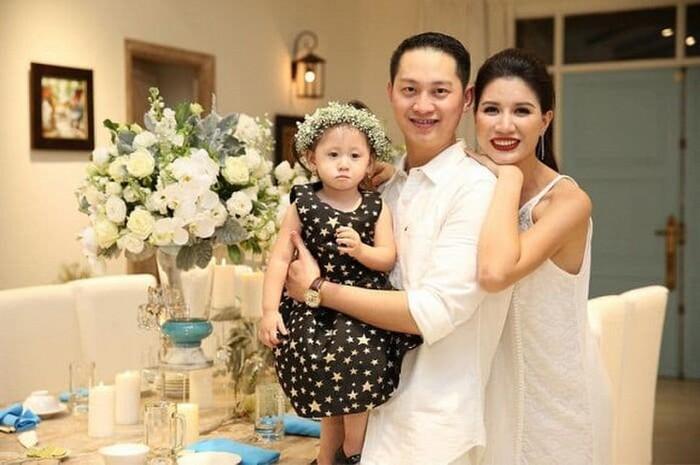 Gia đình 3 người hạnh phúc của Trang Trần.