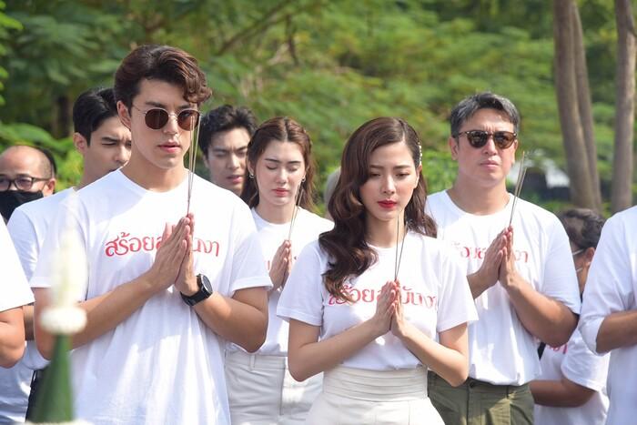 Baifern Pimchanok - Nine Naphat 'tình bể bình' trong lễ cầu may cho phim 'Sợi dây chuyền hoàng lan' 1