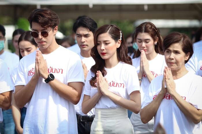 Baifern Pimchanok - Nine Naphat 'tình bể bình' trong lễ cầu may cho phim 'Sợi dây chuyền hoàng lan' 6