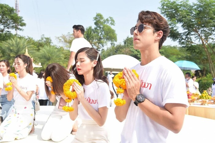Baifern Pimchanok - Nine Naphat 'tình bể bình' trong lễ cầu may cho phim 'Sợi dây chuyền hoàng lan' 7
