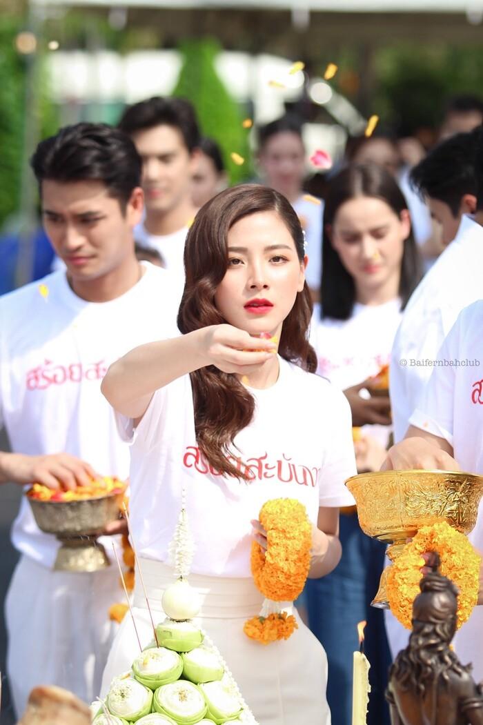 Baifern Pimchanok - Nine Naphat 'tình bể bình' trong lễ cầu may cho phim 'Sợi dây chuyền hoàng lan' 8