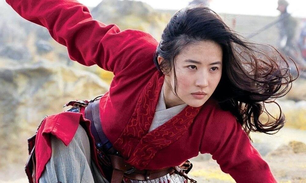 Bị chỉ trích diễn xuất trong 'Hoa Mộc Lan', Lưu Diệc Phi được đạo diễn Trương Kỷ Trung lên tiếng bảo vệ 1
