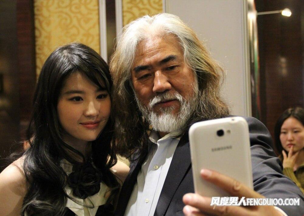 Được biết Lưu Diệc Phi và đạo diễn Trương từng có cơ hội hợp tác trong bộ phim Thiên long bát bộ (2003) và Thần điêu đại hiệp (2006).