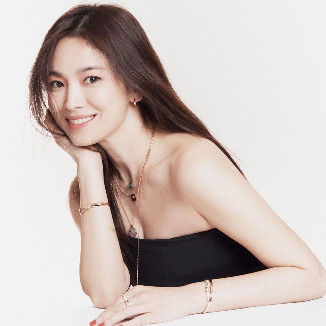 Vừa sang tuổi 40, Song Hye Kyo tung ngay hình ảnh theo 2 style đối lập: Khi là mỹ nữ Hong Kong, lúc lại như phu nhân nhà tài phiệt 3