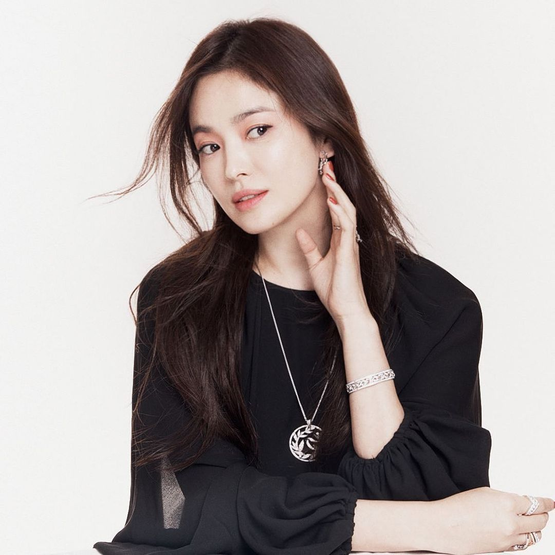Vừa sang tuổi 40, Song Hye Kyo tung ngay hình ảnh theo 2 style đối lập: Khi là mỹ nữ Hong Kong, lúc lại như phu nhân nhà tài phiệt 4