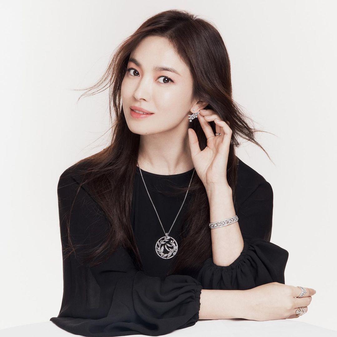 Vừa sang tuổi 40, Song Hye Kyo tung ngay hình ảnh theo 2 style đối lập: Khi là mỹ nữ Hong Kong, lúc lại như phu nhân nhà tài phiệt 5