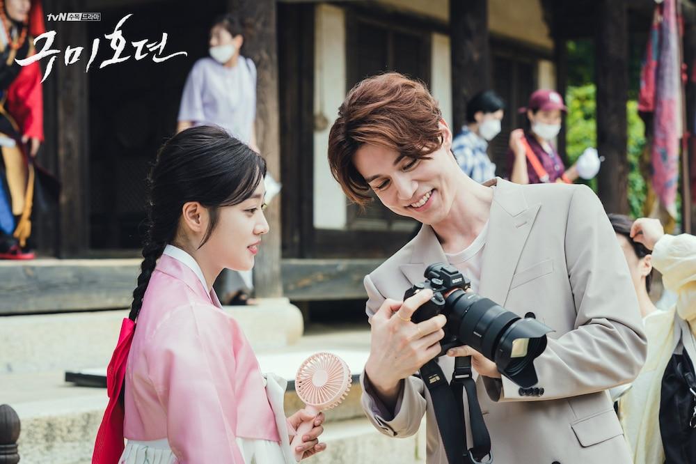 Tung hậu trường 'Bạn trai tôi là hồ ly' sau tập cuối: Lee Dong Wook - Jo Bo Ah 'phim giả tình thật'? 2