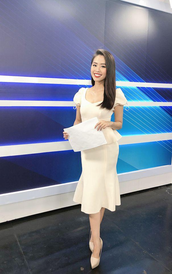 Nữ MC truyền hình 22 tuổi thi HHVN 2020: 'Các bạn đua theo xu hướng Kpop hay Âu Mỹ, mình chỉ chuộng style đơn giản chuẩn chỉnh tác phong nhà đài' 11