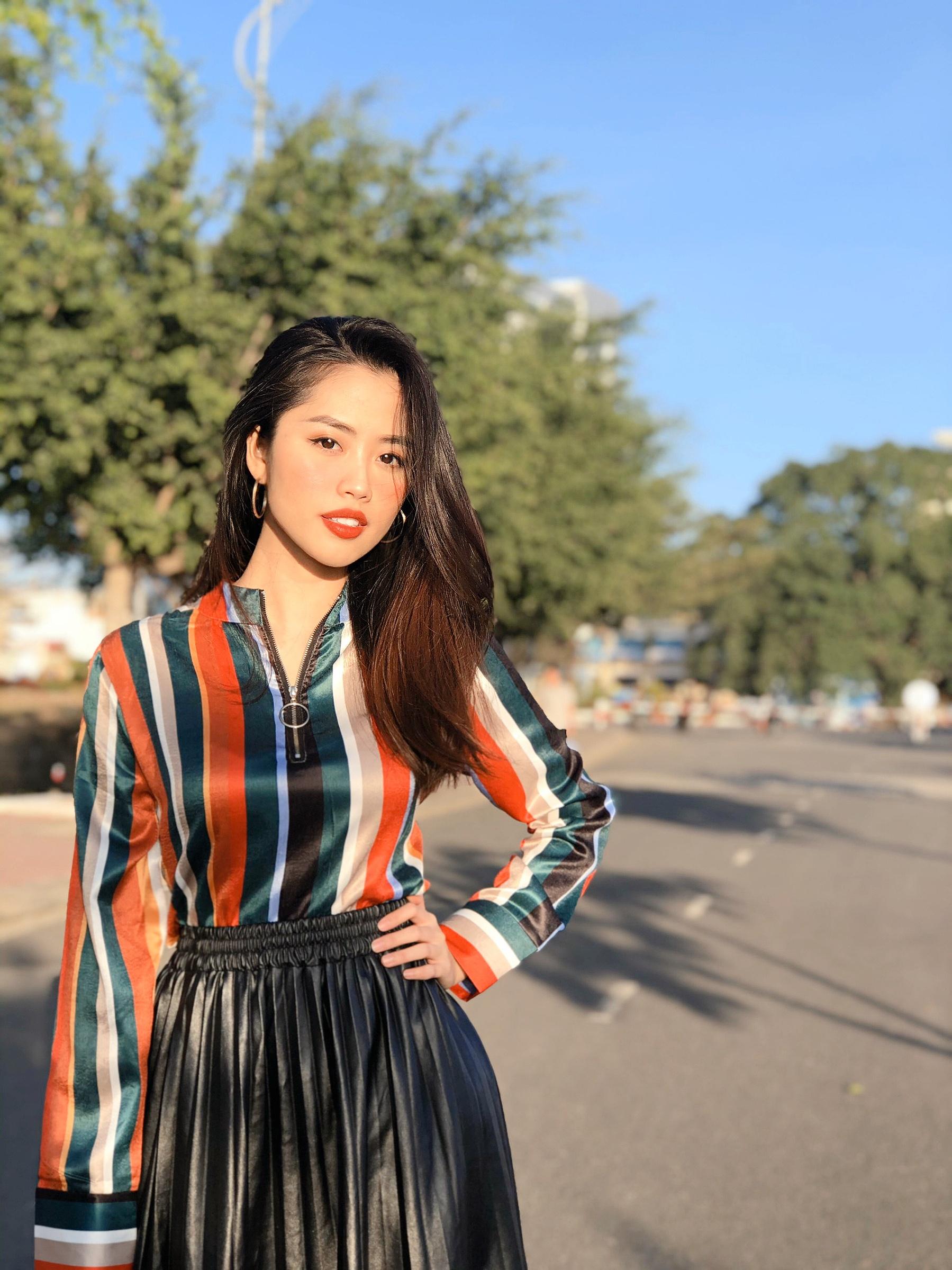 Nữ MC truyền hình 22 tuổi thi HHVN 2020: 'Các bạn đua theo xu hướng Kpop hay Âu Mỹ, mình chỉ chuộng style đơn giản chuẩn chỉnh tác phong nhà đài' 12