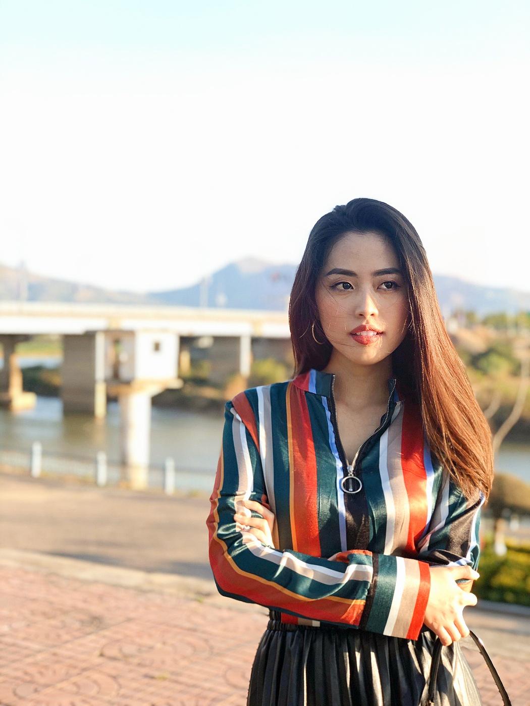 Nữ MC truyền hình 22 tuổi thi HHVN 2020: 'Các bạn đua theo xu hướng Kpop hay Âu Mỹ, mình chỉ chuộng style đơn giản chuẩn chỉnh tác phong nhà đài' 13