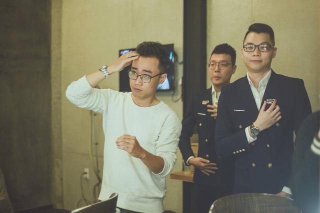 BLV Hoàng Luân và Lê Khôi hóa 'cameo' trong MV chủ đề CKTG 2020 - Take Over khiến fan Việt phấn khích tột độ 2