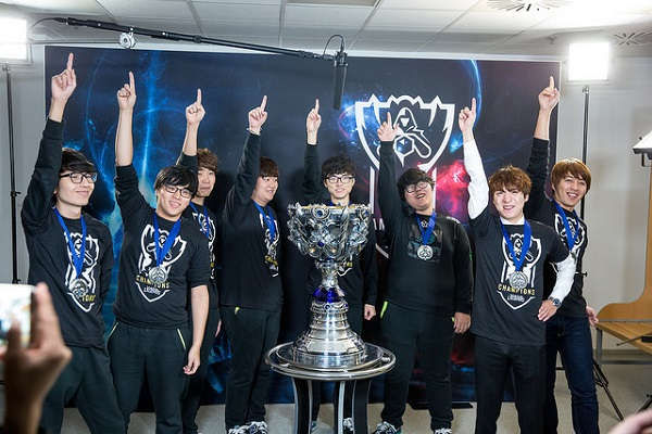 Fan hâm mộ bồi hồi xúc động trước bức ảnh hội ngộ của các cựu thành viên SKT: 'Đây mới là những nhà vô địch đích thực' 1