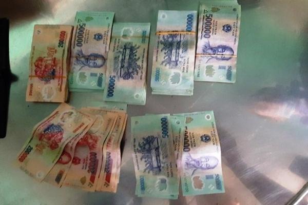 Công an thu giữ số tiền 76 triệu Đồng mà T đã ăn trộm