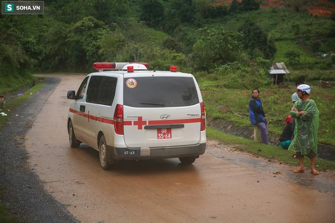 Có 13 chiếc xe cứu thương được điều lên để đưa thi thể các nạn nhân về Nhà thi đấu Đa năng TP.Đông Hà chuẩn bị làm tang lễ.