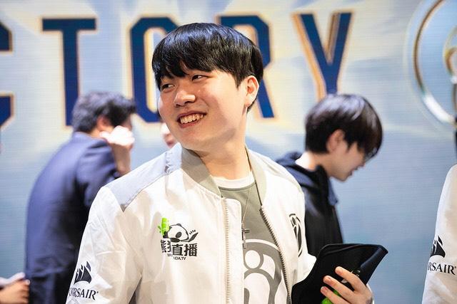 IG Rookie: Tôi sẽ vô cùng hạnh phúc khi được thi đấu cùng một người Đi rừng như SofM 1
