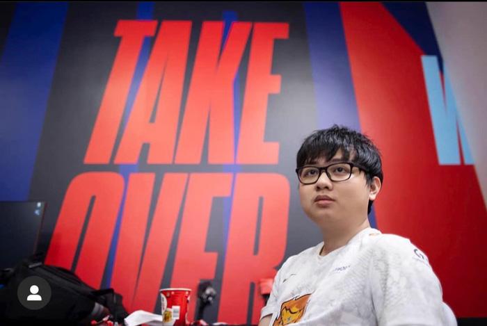 SofM, cậu bé mang lá cờ Việt Nam đến với sân chơi lớn nhất thế giới bộ môn LMHT