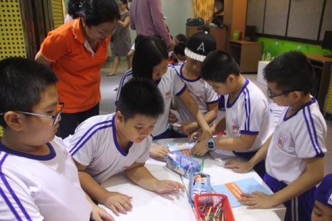 Học sinh được hướng nghiệp từ bậc tiểu học thông qua nhiều hoạt động ở trường lớp. Ảnh: Dân trí