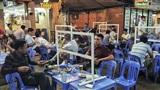 Hà Nội: Hàng quán dựng vách ngăn đảm bảo giãn cách phòng dịch Covid-19