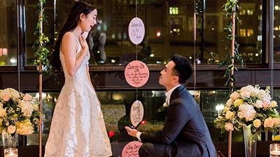 Hotgirl Mie Nguyễn vỡ òa hạnh phúc, bật khóc khi được bạn trai bất ngờ quỳ xuống cầu hôn