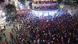 Việt Nam giành vé vào chung kết AFF Cup, Hà Nội và TP.HCM ngập trong 'biển đỏ' người 'đi bão'