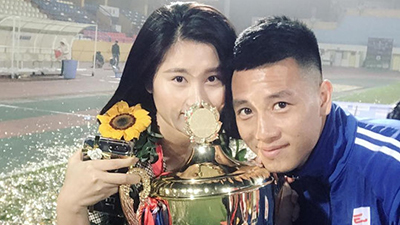 Nàng sinh viên Sân khấu Điện ảnh chủ động 'cầm cưa', viết nên chuyện tình dễ thương với cầu thủ Huy Hùng