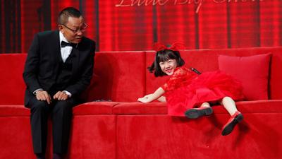 'Thuộc lòng' 10 vạn câu trả lời vì sao, cô bé 7 tuổi khiến MC 'bế tắc'