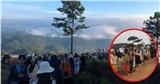 Săn mây Đà Lạt thành trend, dòng người check-in Thảm gỗ Cầu Đấtđông như 'trẩy hội'