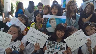 V.I.P Đà Nẵng túc trực tại sân bay cập nhật tin tức, quyết tâm đợi Seungri