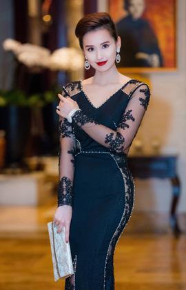Chọn váy xuyên thấu dọc thân, Lã Thanh Huyền quyến rũ tại sự kiện