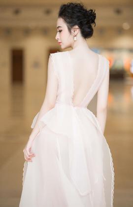 Sau 4 tháng vắng bóng trên thảm đỏ, Angela Phương Trinh sexy 'chút nhẹ', quyến rũ với váy trong suốt