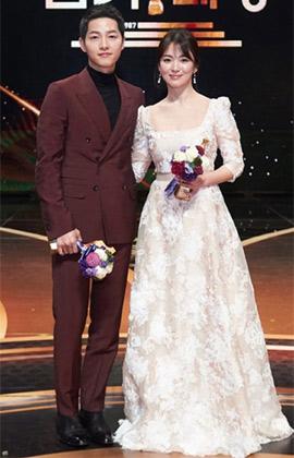 Song Joong Ki - Song Hye Kyo sẽ khiến các fan 'chết mê chết mệt' bởi những khoảnh khắc ngọt ngào này!