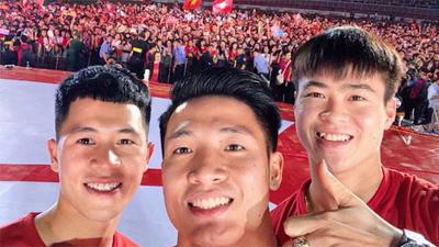 Những bức ảnh thú vị về trình selfie của Bùi Tiến Dũng và 'đồng bọn': Từ Thường Châu đến ASIAD vẫn 1 biểu cảm duy nhất