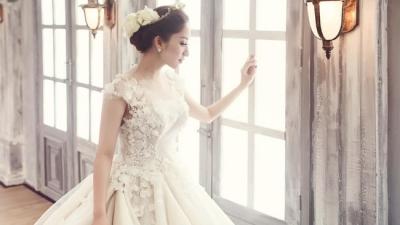 Bất ngờ với ảnh cưới lung linh của Khánh Thi nhưng thổ lộ của Phan Hiển mới là điều gây chú ý