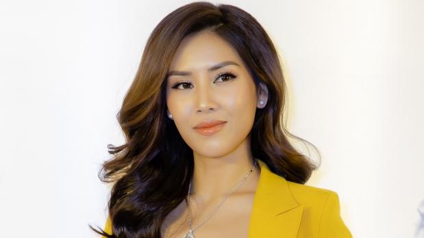 Diện đồ theo phong cách menswear, Nguyễn Thị Loan nổi bật giữa dàn Hoa hậu, Á hậu