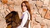 Bà mẹ 2 con Elly Trần chỉ cần mặc áo sơ mi cũng khiến nhiều người thầm ghen tị