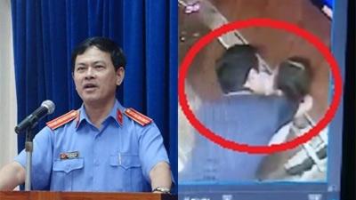 Gia đình bé 8 tuổi nói việc ôm hôn trong thang máy của Nguyễn Hữu Linh 'không thấy tổn hại gì với bé'