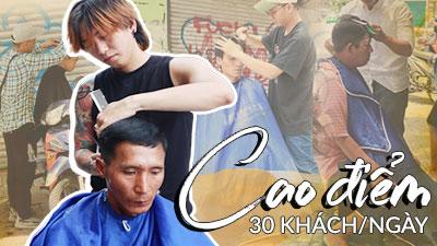 Chủ salon ở Sài Gòn cứ 'bỏ tiệm' vào buổi trưa, ra đứng vỉa hè cắt tóc miễn phí cho người nghèo