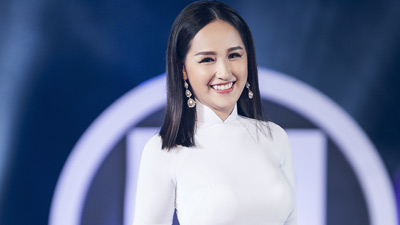 Mai Phương Thúy diện áo dài trắng, làm vedette trong đêm thi Top Model