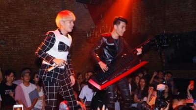 Fan Thủ đô được phen bấn loạn, Jack và K-ICM trực tiếp đổi lyrics trong đêm nhạc: 'Nơi đó anh chờ Hà Nội!'