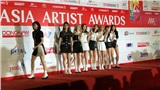 Chi tiết hài hước tại AAA 2019: Yoo Jeong-yeon (TWICE) 'mơ màng' đi xuống thảm đỏ trong khi các thành viên khác vẫn đang tạo dáng chụp hình