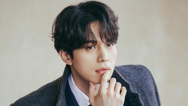 'Thần chết' Lee Dong Wook lại 'gây bão' với hình ảnh điển trai năm 18 tuổi, nhưng bất ngờ nhất là khi so sánh với nhan sắc hiện tại