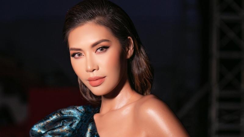Siêu mẫu Minh Tú, ca sĩ Trương Quỳnh Anh xuất hiện trên sàn diễn thời trang nhí