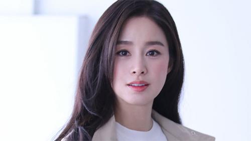 Vừa tròn 40, Kim Tae Hee lên đồ công sở khoe nhan sắc như gái đôi mươi, trẻ đẹp thế này bảo sao Bi Rain mê tít