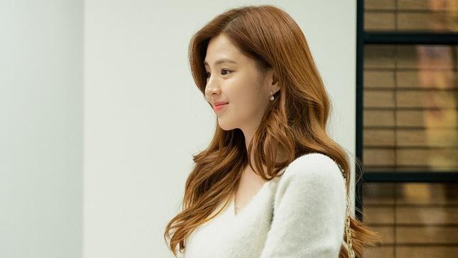 Style trong siêu phẩm bóc phốt ngoại tình đang gây sốt xứ Hàn: Từ nữ chính đến phụ đều mặc đẹp mãn nhãn, không cày phim tiếc lắm ai ơi!