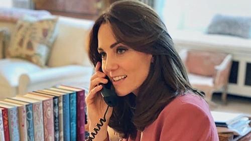 Lý do công nương Kate ăn mặc giản dị hơn từ ngày Meghan rời Hoàng gia Anh